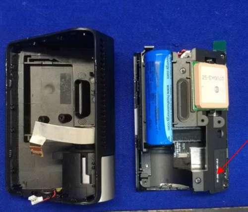 Đặc trưng 70mai A800 có màn hình lớn 3 inch, cảm biến g và tích hợp GPS. Máy ảnh đi kèm với WiFi và các ứng dụng hỗ trợ cho Android và iOS. Không giống như nhiều camera hành trình với các ứng dụng được thiết kế kém, ứng dụng 70mai khá tốt. A800 có Hệ thống Hỗ trợ Người lái Nâng cao (ADAS) được tích hợp trong máy ảnh. Hầu hết chủ sở hữu thấy tính năng này phiền phức và thường tắt nó đi.  Trong khi A800 lớn hơn các máy ảnh 70mai khác ở 89 x 60 x 36mm, hệ số dạng hình nêm cho phép lắp đặt kín đáo. Máy ảnh đi kèm với âm thanh, màn hình và đèn LED thông báo lỗi. Chất lượng xây dựng tốt và độ tin cậy ban đầu cũng tốt.  Máy ảnh có thể được gắn trực tiếp vào kính chắn gió hoặc trên một miếng dán tĩnh điện được cung cấp. Miếng dán tĩnh điện cho phép bạn tháo máy ảnh ra khỏi kính chắn gió mà không để lại cặn. Dán trực tiếp vào kính chắn gió mà không cần miếng dán tĩnh điện sẽ giúp gắn kết chắc chắn hơn. Máy ảnh không thể xoay để ghi lại các tương tác ở cửa sổ người lái hoặc hành khách.  Chúng là một vài tiêu cực cần lưu ý trên 70mai A800. Trong khi chế độ đỗ xe có thể được bật, tùy chọn duy nhất là không đệm, điều này không lý tưởng. Cũng lưu ý rằng bạn sẽ cần sử dụng cáp dây cứng 70mai tùy chọn để việc này hoạt động.  Điểm tiêu cực khác, như có thể thấy trong các hình ảnh bên dưới, là máy ảnh sử dụng pin 500mAh thay vì tụ điện, điều này không lý tưởng trong điều kiện khí hậu nóng. Pin dường như sử dụng một đầu nối, vì vậy nếu bạn tìm thấy một vật thay thế tương đương, bạn sẽ không cần phải hàn pin.